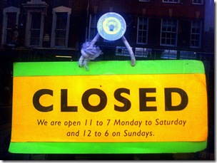 closed-sign_by_renaissancechambara
