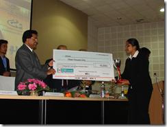 Hidayatullah winner Mannem Aamani, NLU Jodhpur, receives giant cheque