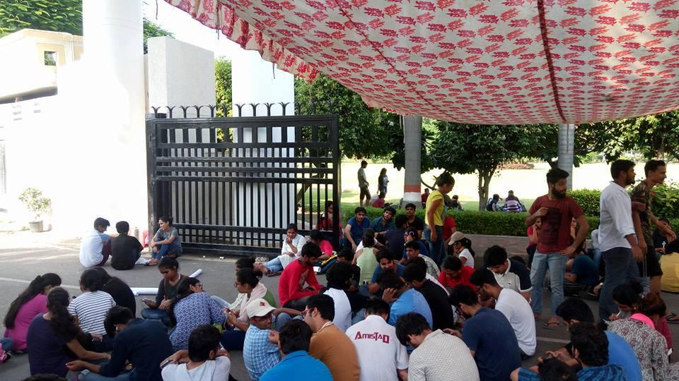 RMLNLU campus entrance dotted by students protesting instead of attending classes